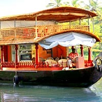 Traditional Houseboat Package Tour