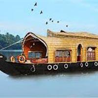 Enchanting Middle Kerala Honeymoon Trip Tour