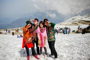 TOURISTS AT GULMARG {2017}