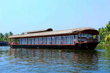 Nine bedroom Houseboat
