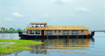 Three bedroom premium houseboat