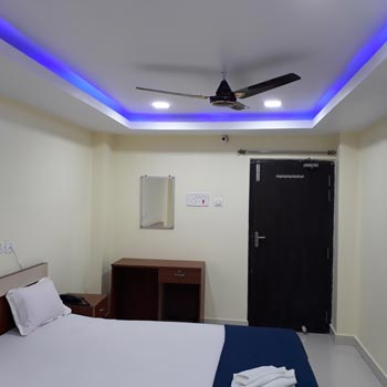 DELUXE KING AC ROOMS