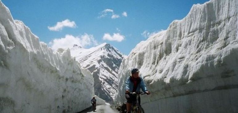 Chandra Taal Bicycle Trip ex. Manali
