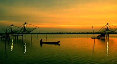 Kerala 4 Nights (Munnar - Thekkady - Alleppey) Tour