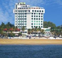 Explore Varkala Beach