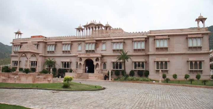 Amazing weekend with Hotel Bhanwar singh palace Tour