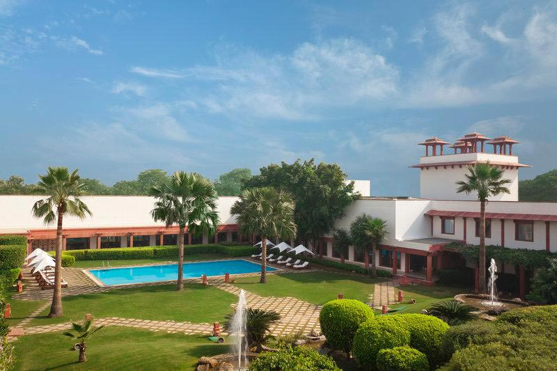 Extravagant Agra tour with stay in Hotel Trident