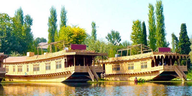 Kashmir Deluxe Houseboat Hotel Package