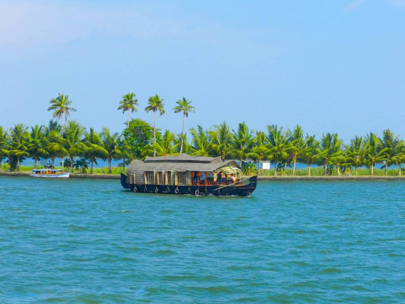 Munnar Thekkady Alleppey5 Days & 4 Nights Tour