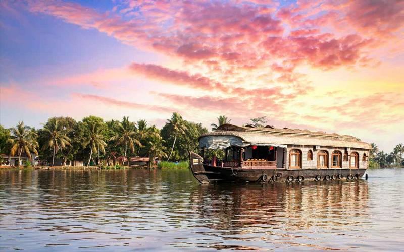 Cochin - Munnar -Thekkady - Alleppey - Cochin (04 nights 05 days)