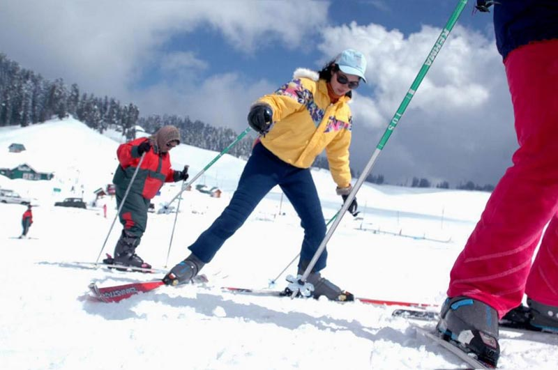 Skiing In Gulmarg Tour