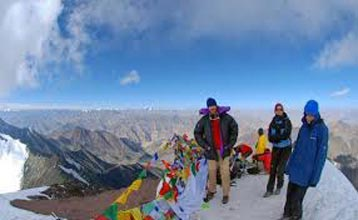 Stok Kangri - 6140 meters Tour