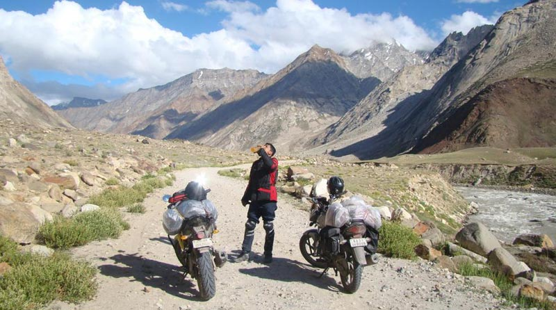 Ladakh Bike Trip : Manali Leh Srinagar Tour