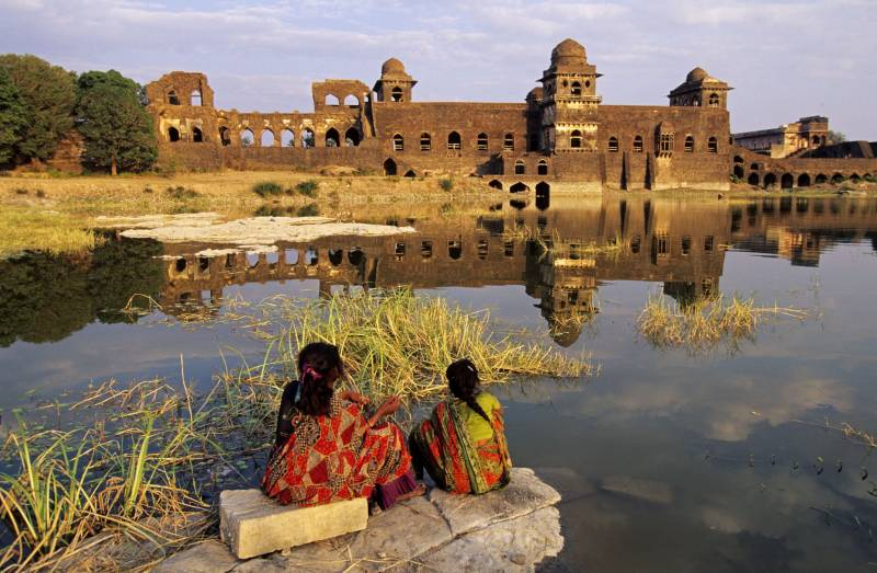 02 Nights & 03 Days Romantic Mandu Tour Package