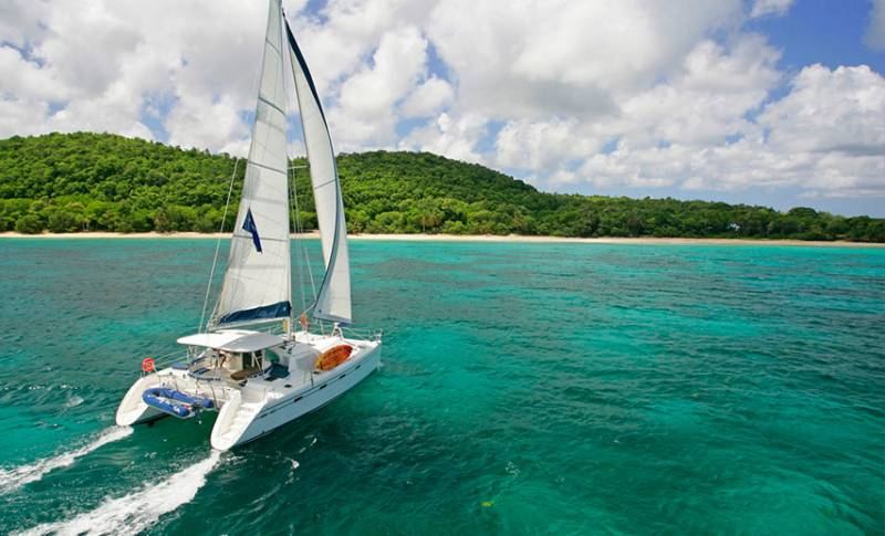 Catamaran Adventure Full Day: Ile aux cerfs, GRSE Waterfall, Snorkeling & BBQ Lunch