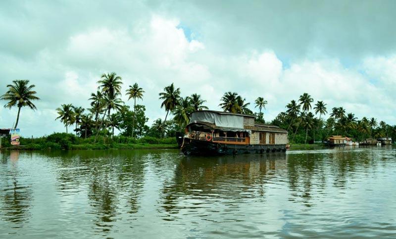 Amazing Kerala Waterfalls and Beach Tour