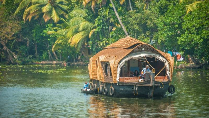 Kerala Honeymoon Tour Enjoy the Romance in Nature and Staying On the Houseboat Tour
