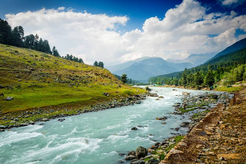 Srinagar, Pahalgam with Gulmarg Excursion Package for 5 Days