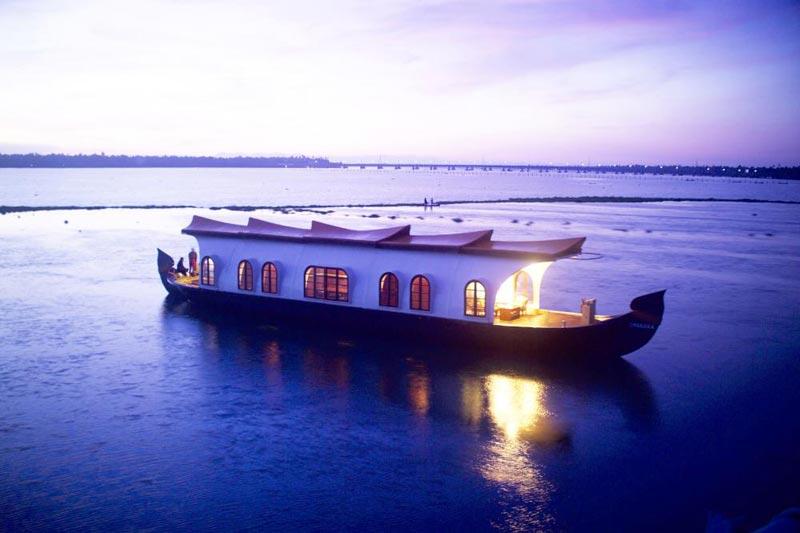 Honeymoon In Houseboat Tour