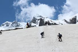 Hampta Pass Trek to Chandertaal Tour