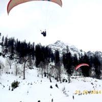 Paragliding at Solang Vallery