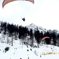 Paragliding in Solang Valley (In Winters)