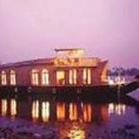 Kumarakom Backwaters & Alleppey Houseboat Tour Package