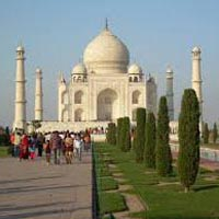 Day Trip of Agra By Train & Drive