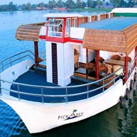 Day Cruise in the biggest houseboat in Kerala