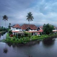 Luxury Houseboat Tour