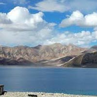 Ladakh Lakes, Wildlife and Passes Tour