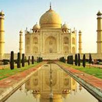 Praying in Agra Tour