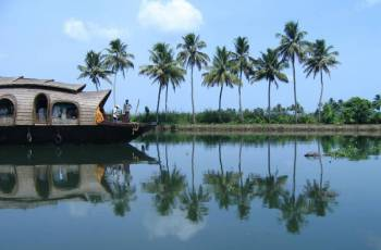 Kerala ( Munnar + Thekkady +Alleppey/Kumarakom + Kovalam )- Ex Cochin Tour