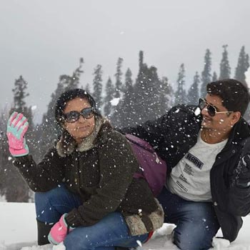 Honeymoon couple in Gulmarg
