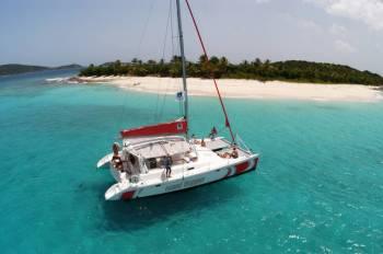 Catamaran Adventure to Îlot Gabriel, Flat Island & Coin De Mire: Lunch & Transfer Tour