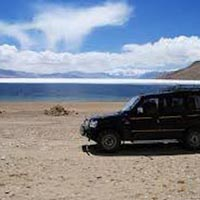 Discover Kashmir & Ladakh by Jeep Tour