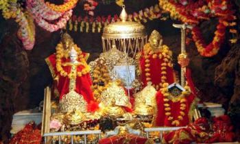 Vashnoo Devi with Kashmir Tour