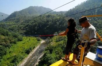 Giant Swing in Rishikesh Tour