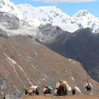Trekking to Lingshi