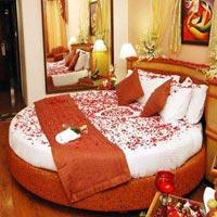 Honeymoon Flower Decoration