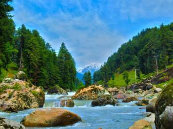 Kashmir Tour ( 1 Night Srinagar Houseboat +  03 night Srinagar Hotel + 01 Nights Pahalgam )