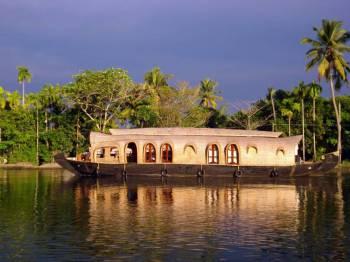 Kerala Tour( Munnar + Thekkady + Alleppey/Kumarakom + Kovalam )- Ex Cochin