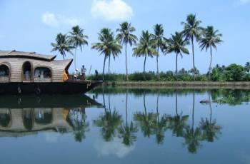 Munnar Thekkady Alleppey Kochi Tour