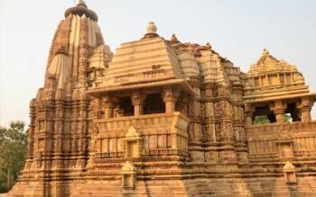 Fort, Temple & Ganges Tour