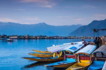Srinagar 2 Star Package for 4 Days with Day Excursion to Gulmarg and Pahalgam