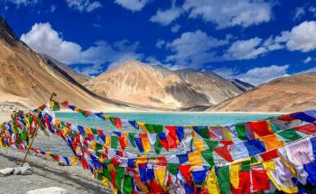 Royal Safari to High Altitude Passes Lakes & Monasteries Tour