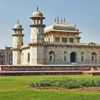 Same Day Tajmahal Agrafort & Baby Taj Tour from Delhi By Car