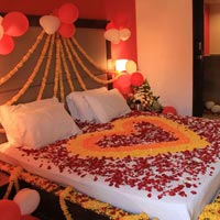 Munnar Honeymoon Bed Decoration